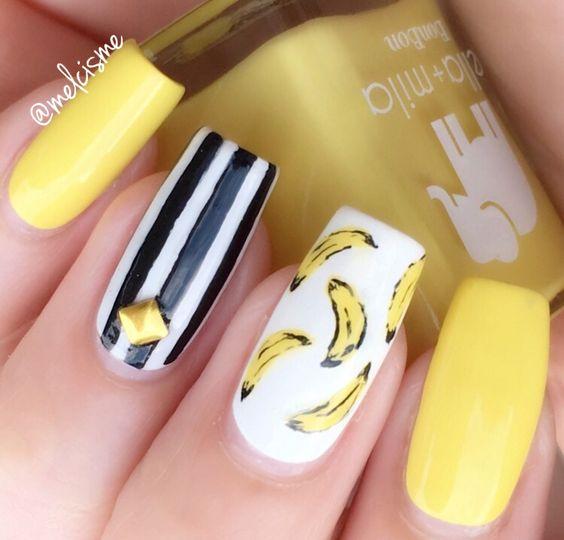 banan na paznokciach